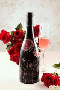 玫瑰藤-西拉干型桃红葡萄酒
